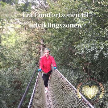 Janne Ringius er kommet ud af sin comfortzone og ind i udviklingszonen, hun går mellem træerne 30 meter oppe i luften på en tynd stige